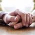 aguandadose de la mano, relacion intima